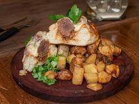 Pulpetin  (sándwich de bolitas de carne con cebolla y muzarela)