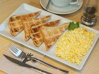 Desayuno - Huevos revueltos + Bebida caliente + Jugo de naranja