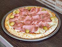 Pizza con muzzarella y jamón entera