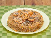 Wok yakimeshi mixto salmón y pollo