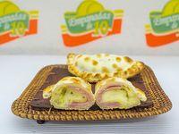 Empanada de jamón, queso y huevo