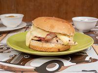 Sándwich de hamburguesa tocino y queso
