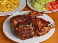 1 Pollo entero a la brasa con papas fritas y ensalada