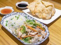 Chapsui de pollo con arroz chaufán + wantán (5 unidades)