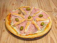 Pizza jamón y palmitos (8 porciones)