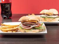 Combo 4 - 2 hamburguesas cheeseburger o italianas + papas fritas + bebida 1.5 L