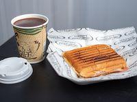 Promoción - Chocolate caliente + Sándwich tostado de jamón y queso