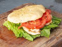 Sándwich de 1/4 de pollo con queso y tomate