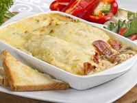 Crepe Pollo, Champiñones, Tocineta y Queso