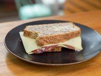 Sándwich pan de nuez