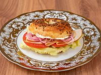 Turkey bagel con papas rústicas
