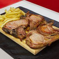 Costillitas de cerdo asadas con papas fritas (4 unidades)