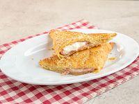 Empanada de queso crema y jamón