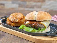 Hamburguesa 1/2 libra de carne en pan artesanal + papas western+ soda 355 ml
