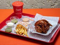 Alitas BBQ con guarnición + gaseosa línea Coca Cola 500 ml