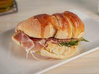 Croissant de jamón serrano de 185 gr