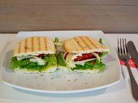 Sándwich vegano en pan molde integral