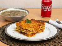 Combo 1 - Lasagna del día + sopa del día + bebida en lata
