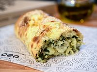 Strombolis de espinaca, nuez y mozzarella