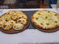 Promo 5 - Pizza grande de mozzarella + docena de empanadas