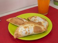 Promo - 3 Empanadas + latita mini 220 ml