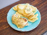 Pollo al horno con papas y batatas asadas