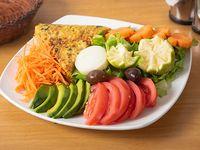 Tortilla de verduras + ensalada + gaseosa 220 ml + pan + cubierto
