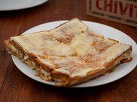 Sándwich caliente con muzzarella