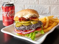 Combo - Viva burger + Papas fritas + Bebida en lata 330 ml + helado artesanal 12onz