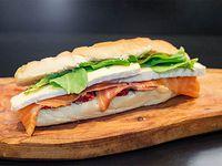 Sándwich de salmón y Brie