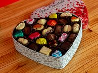 Lata corazón con bombones