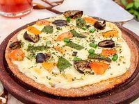 Pizza integral individual con verduras horneadas