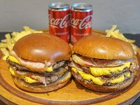 Promo para 2 - 2 Hamburguesas doble bacon + Papas fritas con cheddar + 2 Coca Cola 220 ml