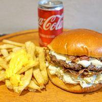 Promo individual - Hamburguesa Blue cheese bacon + Papas fritas con cheddar + Coca Cola 220 ml