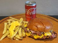 Promo individual - Hamburguesa simple bacon + Papas fritas con cheddar + Coca Cola 220 ml