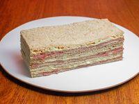 3 sándwiches de Jamón Crudo y Palmitos con salsa golf