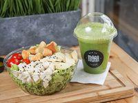 Ensalada de pollo + jugo verde Detox 2