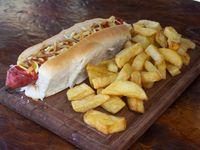 Hot dog (Salchicha de viena) + aderezos + lluvia de papas pay + guarnición de papas fritas