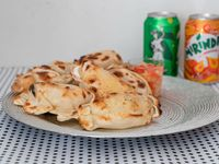 Promo - 6 empanadas + 2 latas de gaseosa