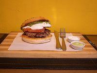 Arma tu hamburguesa 180 g con 2 ingredientes a elección
