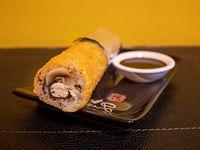 Hand roll de kanikama, morrón y queso crema
