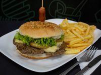 Promoción 5 - Hamburguesa americana clásica + papas fritas