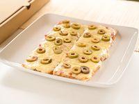 1/2 metro de pizza con muzzarella + un gusto a elección