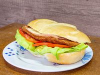 Sándwich de milanesa de carne completo