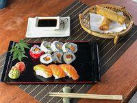 Promo - 10 piezas de sushi variadas + 2 arrollados de primavera