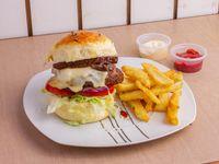Hamburguesa vegetal con papas fritas + Salsa a elección