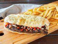 Promo - Sándwich de vacío + papas fritas en pan de pizza + salsa criolla