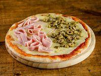 Pizzeta con muzzarella + gustos (30 cm)