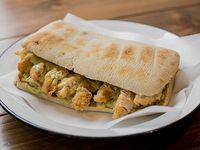 Sándwich de pollo crocante + papas rotas