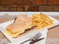 Sándwich churrasco  Barros luco  + papas fritas